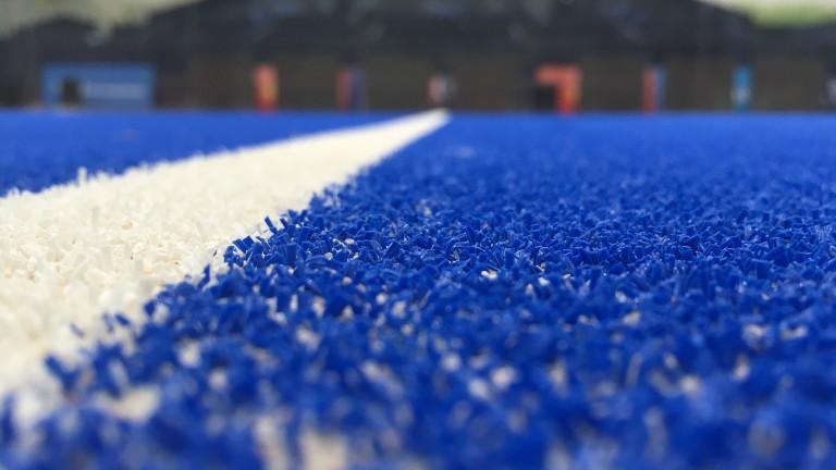 instalacion cesped padel blue match